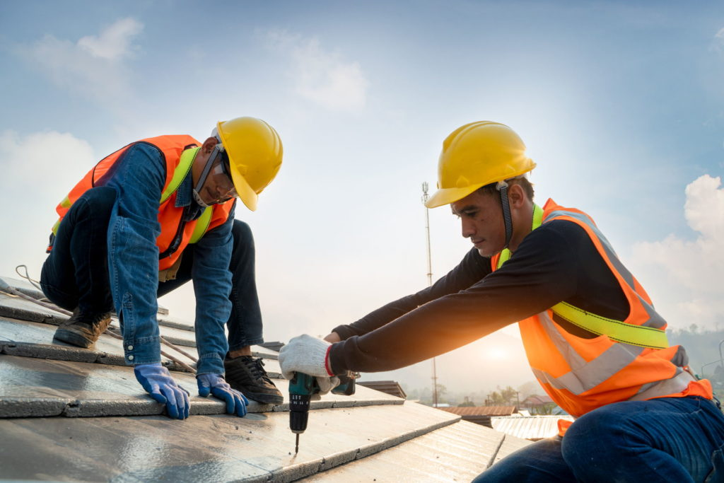 What to Look for When Hiring a Roofer 1