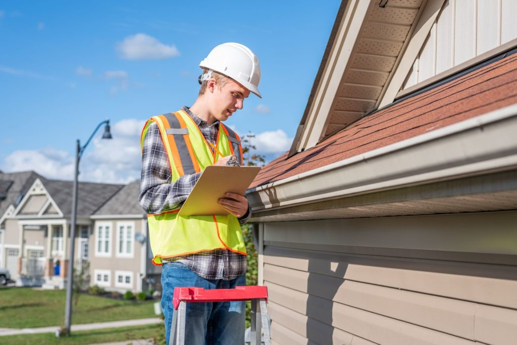 What to Look for When Hiring a Roofer 3